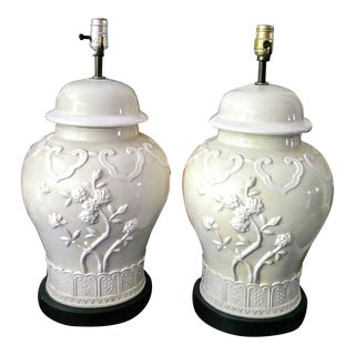 A Pair Vintage Chinoiserie Regency Off White Ceramic Raised Floral Design Large Ginger Jar Table Lamps For Sale