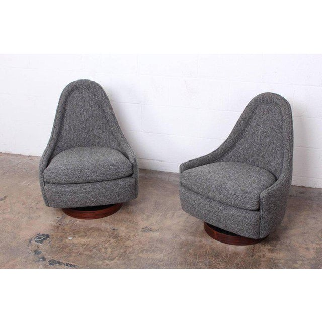 Mid-Century Modern Pair of Petite Rocking Swivel Chairs by Milo Baughman For Sale - Image 3 of 13