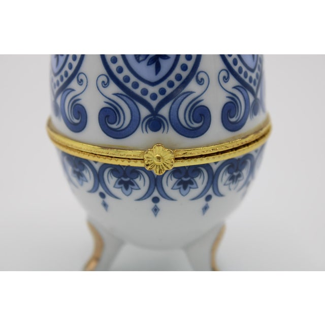 Blue Floral Blue and White Porcelain Egg Shaped Ring Box For Sale - Image 8 of 13