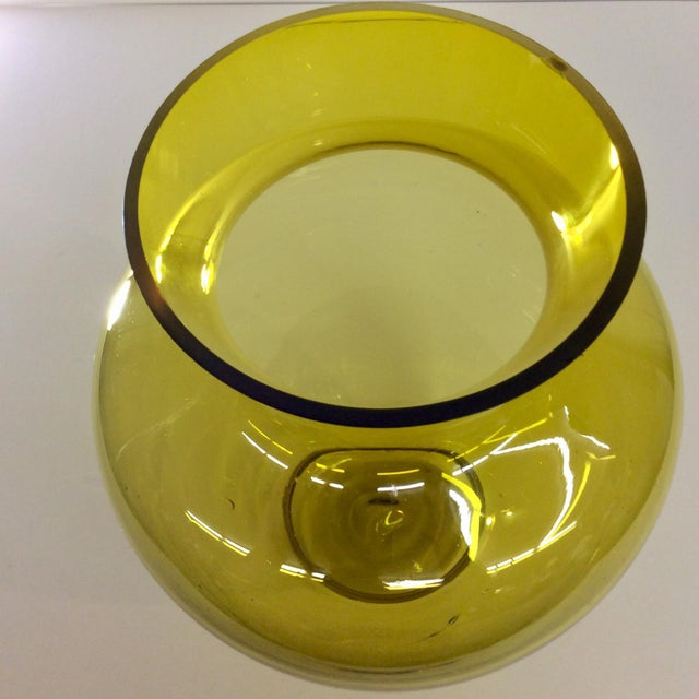 Large Mid-Century Citrine Art Glass Vase For Sale In Dallas - Image 6 of 8