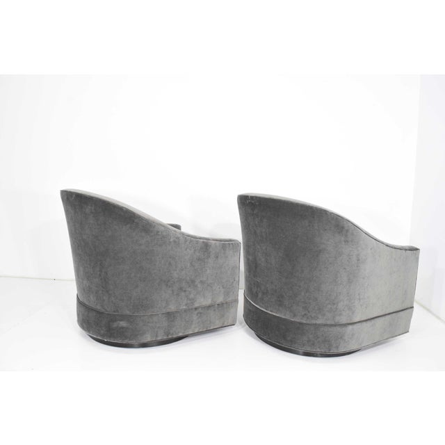 Mid-Century Modern Pair of Harvey Probber Swivel Lounge Chairs For Sale - Image 3 of 8