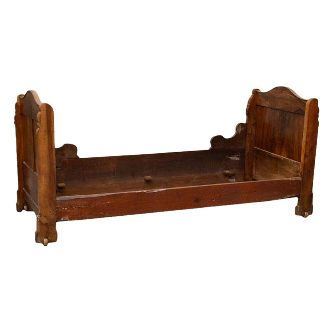 Early 19th Century French Provincial Walnut Daybed Frame For Sale