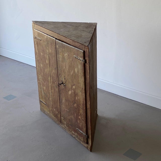 Rustic European 19th Century Painted Corner Cabinet For Sale - Image 3 of 10