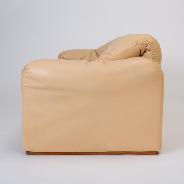 "Animal Skin Leather ""Maralunga"" Loveseat by Vico Magistretti for Cassina For Sale - Image 7 of 13"