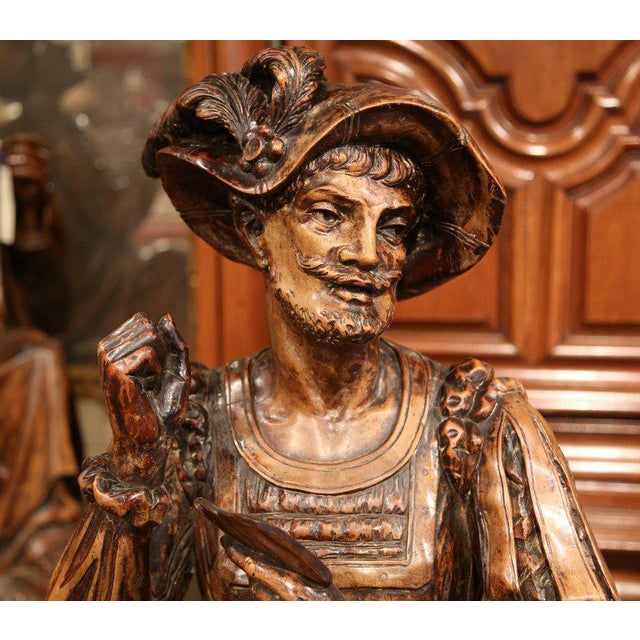 """Mid-18th Century """"The Cards Players"""" Italian Carved Walnut Statues - A Pair For Sale - Image 9 of 10"""