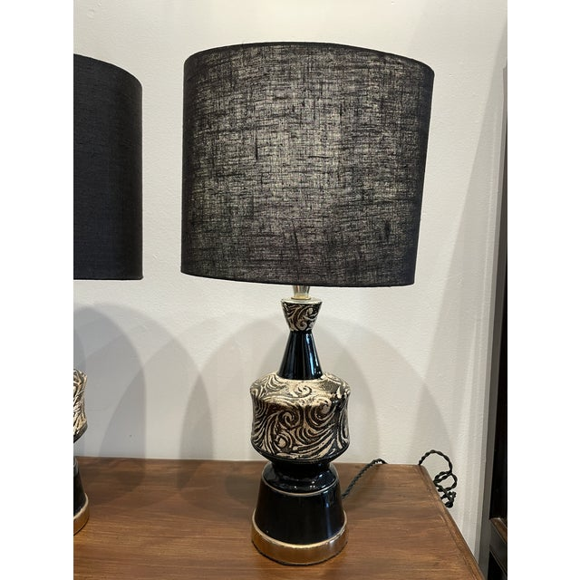 Mid-Century Modern Glossy Black and Silver Ceramic Table Lamp Pair For Sale In Los Angeles - Image 6 of 7