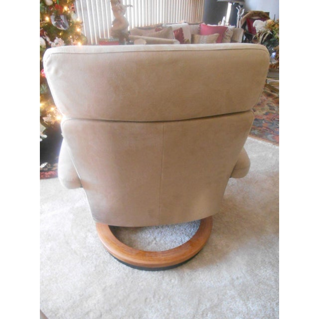 Ekornes Stressless Taurus Recliner & Ottoman For Sale - Image 6 of 8