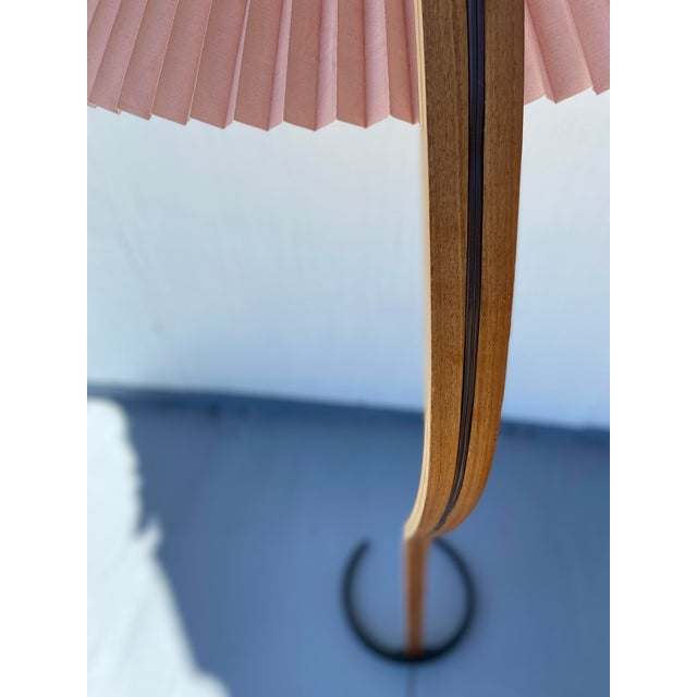 Caprani Light AS 1970s Caprani Two-Toned Teak Bentwood Floor Lamp with Blush Pink Pleated Shade For Sale - Image 4 of 11