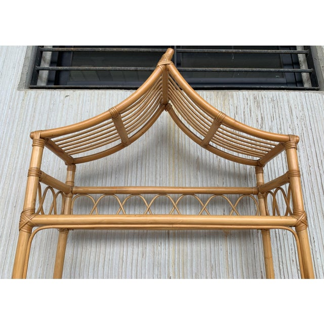 20th Midcentury Bamboo and Glass Étagère, Pagoda Style. Four Shelves For Sale In Miami - Image 6 of 7