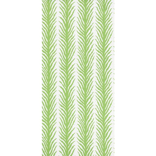 Contemporary Schumacher X Celerie Kemble Creeping Fern Wallpaper in Moss For Sale - Image 3 of 5