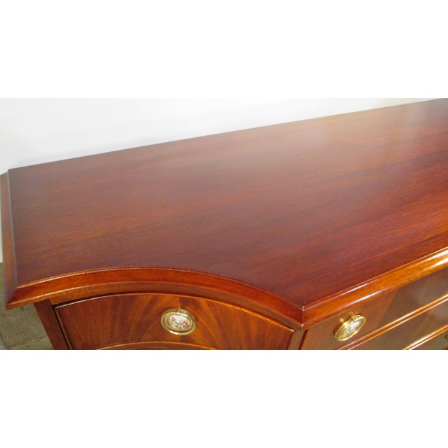 This is a beautiful in absolutely fantastic condition. the piece is made of mahogany with crotch mahogany drawer and door...