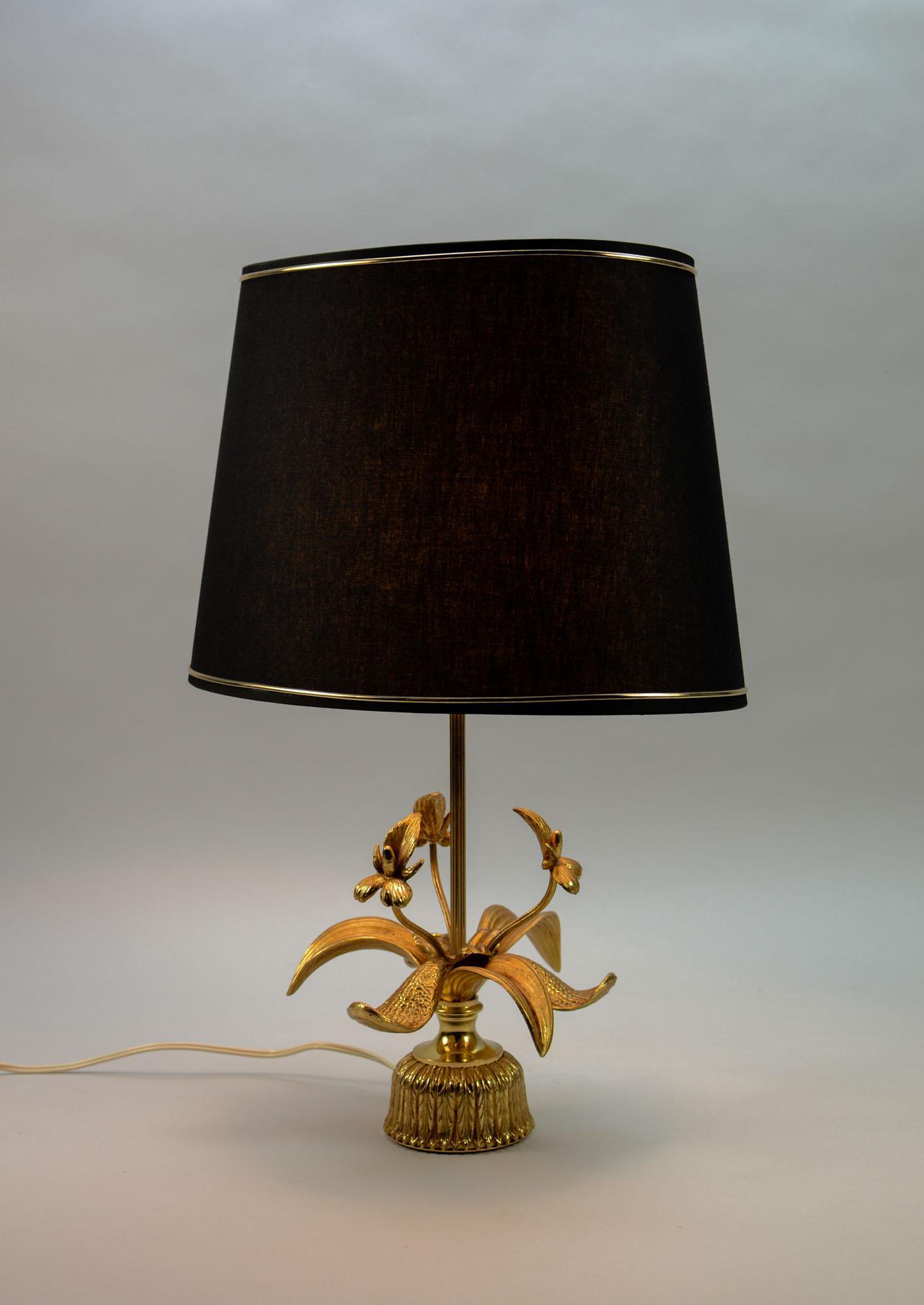 Fine Exclusive Mid Century Design Brass Fleur De Lis Table Lamp