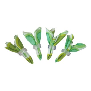 Mid Century Cubed Lucite Napkin Rings & Green Abstract Napkins - Set of 4 For Sale