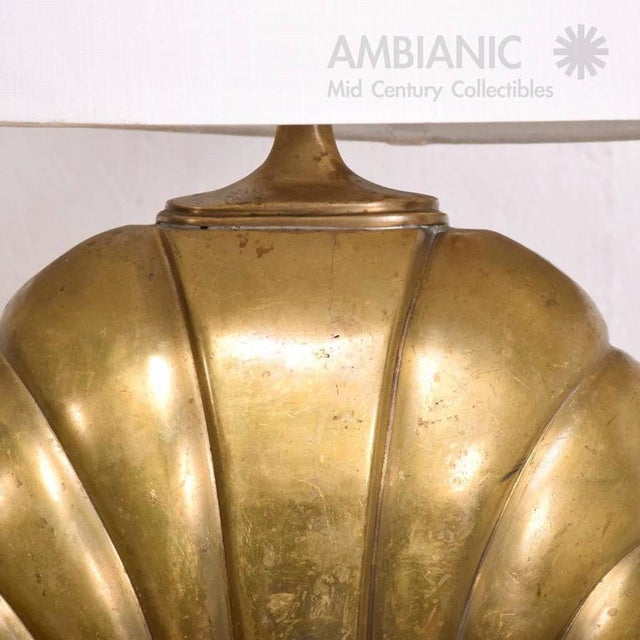 White Hollywood Regency Sea Shell Table Lamp in Brass For Sale - Image 8 of 10