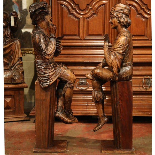 """Fruitwood Mid-18th Century """"The Cards Players"""" Italian Carved Walnut Statues - A Pair For Sale - Image 7 of 10"""