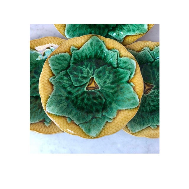 French Majolica leaves plate Gien, circa 1880. Green leaves on a yellow background basketweave.