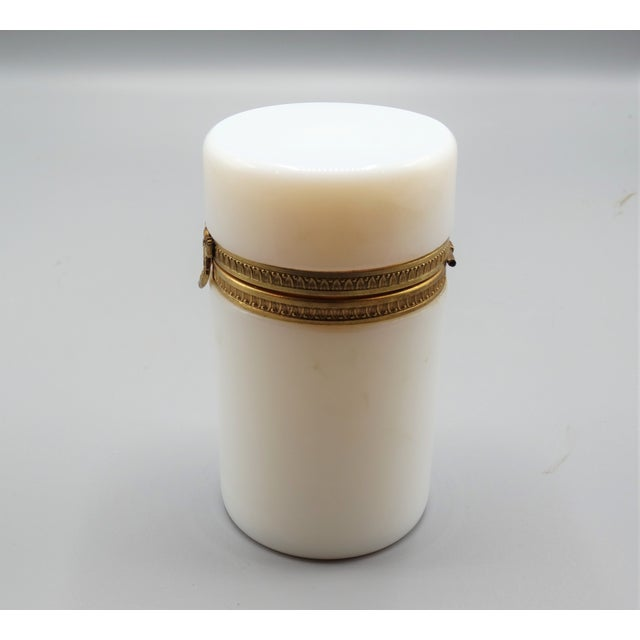French Antique French Bulle De Savon Opaline Hinged Box For Sale - Image 3 of 8