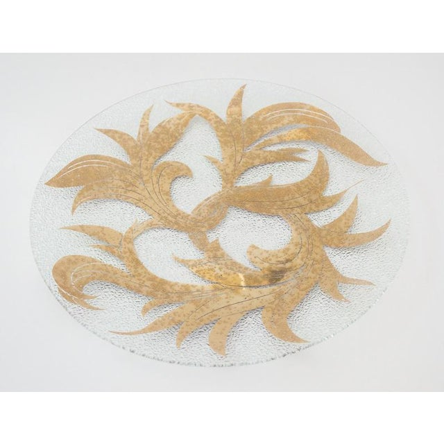 """This pristine 13.5"""" diameter platter by Dorothy Thorpe has a 22K gold scroll pattern and no border accents. It's adorned..."""
