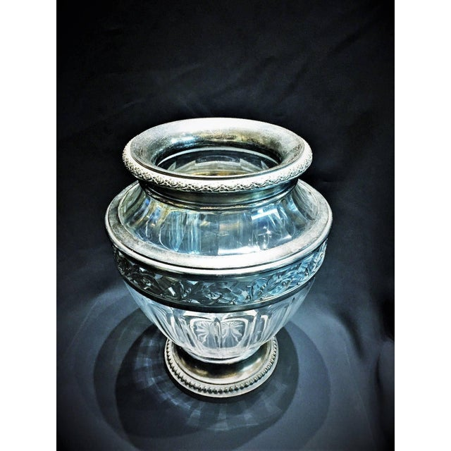 Fully hallmarked (please refer to photos), this vase is in perfect vintage condition. Concise in form, this gorgeous...
