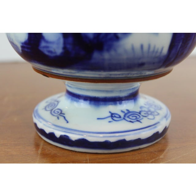 Antique Chinese Blue and White Urn For Sale - Image 4 of 8