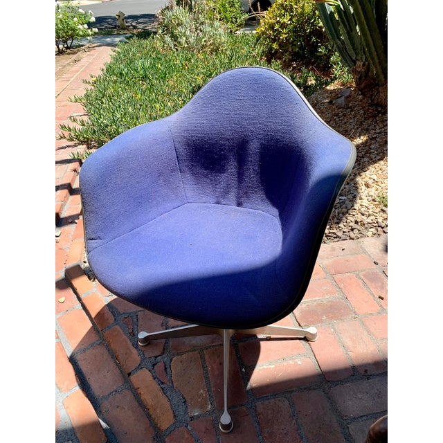 Herman Miller 1970s Vintage Eames for Herman Miller Fiberglass Upholstered Blue Shell Chair For Sale - Image 4 of 7
