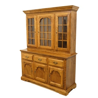 20th Century Early American Temple Stuart Rockingham Solid Maple Buffet With Display Hutch Preview