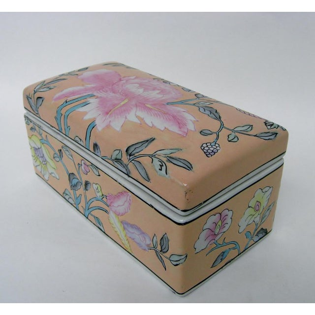 Chinese Porcelain Lotus Box For Sale - Image 4 of 8