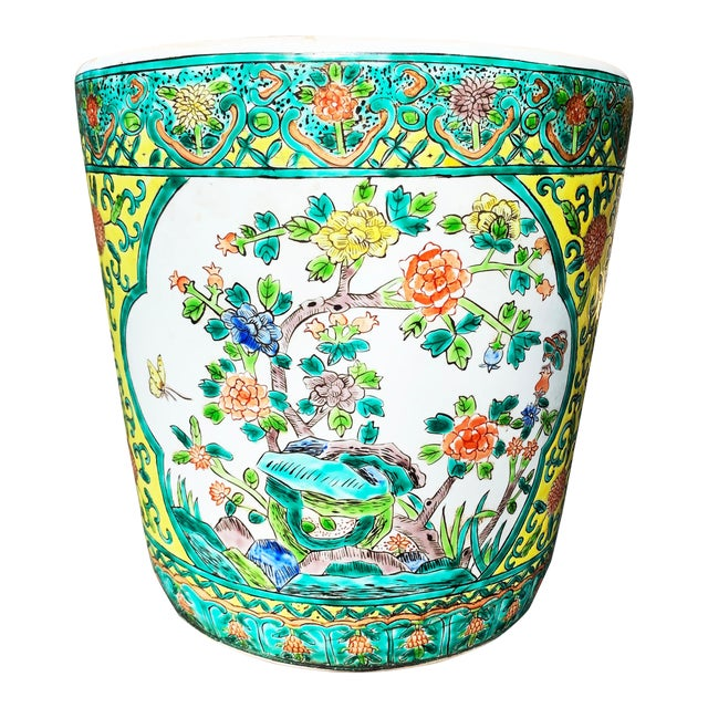 Chinoiserie Yellow Porcelain Pot Accented With Green Foliate and Floral Motifs For Sale
