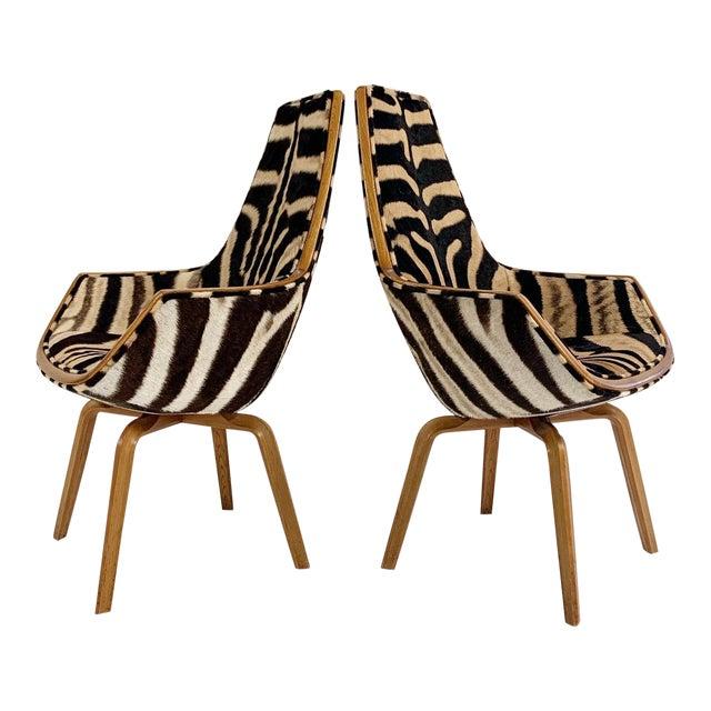 Rare Arne Jacobsen for Fritz Hansen Giraffe Chairs Restored in Zebra Hide - Pair For Sale