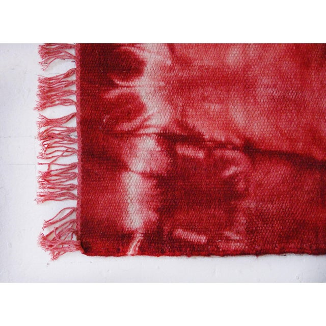 Aelfie Red Tie Dyed Bold Flatwoven Wool Rug - 2'x3' - Image 3 of 4