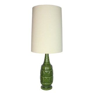 1960s Mid-Century Modern Faux Bois Bamboo Tropical Tiki Green Ceramic Bar Lamp With Large Cream Shade For Sale