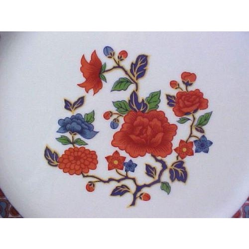 Crown Ming Old Imari Pattern China (3 Piece Settings) For Sale - Image 5 of 8