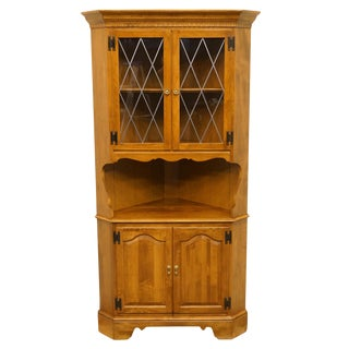 20th Century Early American Ethan Allen Heirloom Nutmeg Maple Corner China Cabinet For Sale