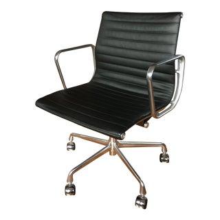 Eames® Aluminum Group Management Chair For Sale
