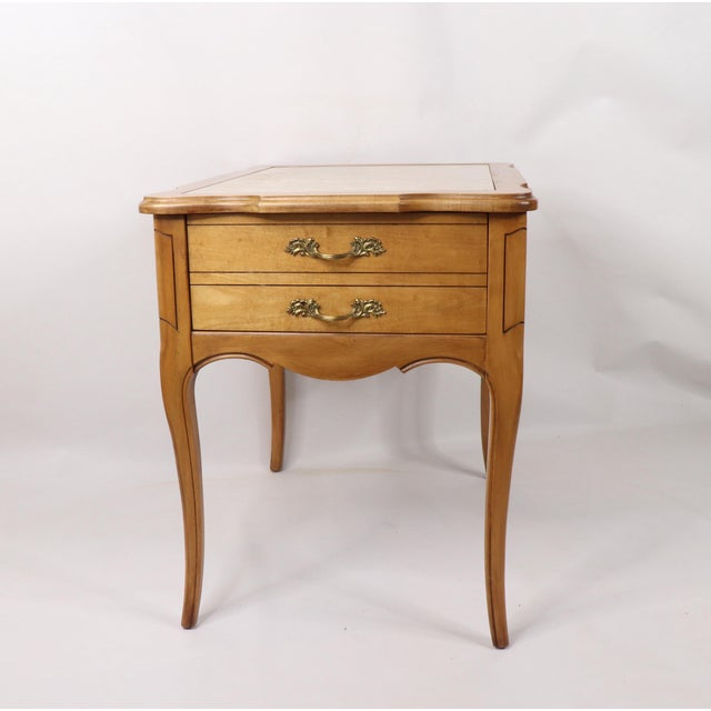 French Provincial Vintage 1960s Hammary French Provincial Marble Inlay Oak Wood End / Side Table For Sale - Image 3 of 13