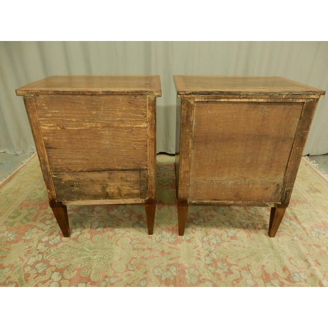 Early 19th Century Pair of French Empire Walnut Bedside Cabinets For Sale - Image 5 of 11