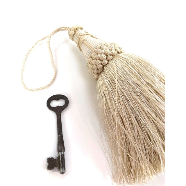 English Key Tassel in Cream With Looped Ruche Trim For Sale - Image 3 of 11
