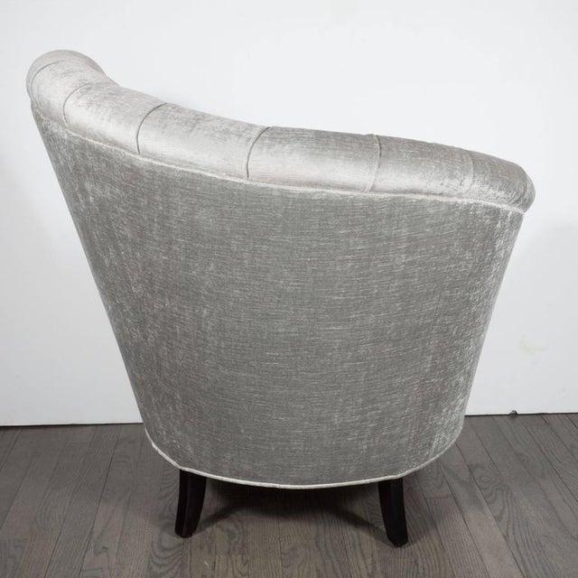 1940s 1940s Hollywood Regency Asymmetrical Tufted Chair in Platinum Velvet For Sale - Image 5 of 11