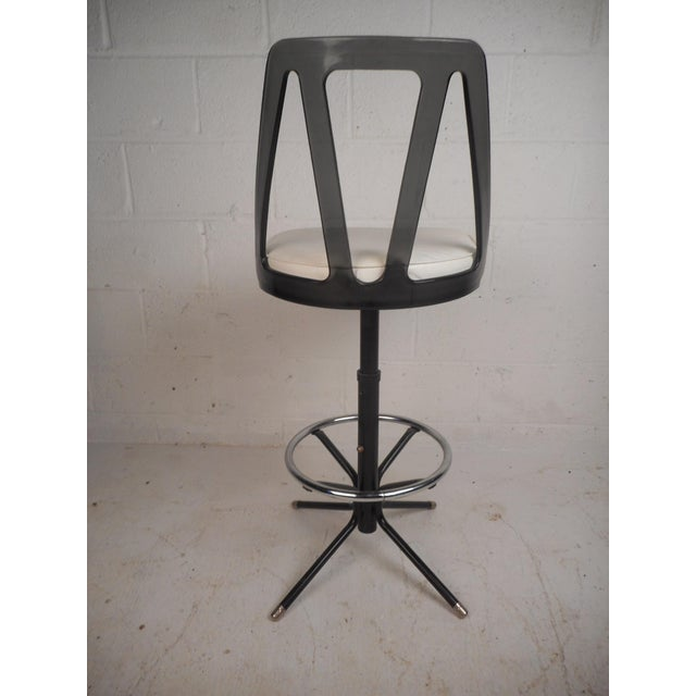 1960s Set of Four Midcentury Smoked Lucite Swivel Bar Stools For Sale - Image 5 of 13