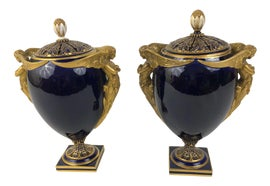 Image of English Traditional Urns