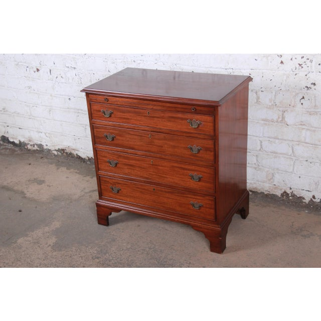 A beautiful vintage mahogany four-drawer chest of drawers or commode USA, Mid-20th Century Mahogany + brass hardware...