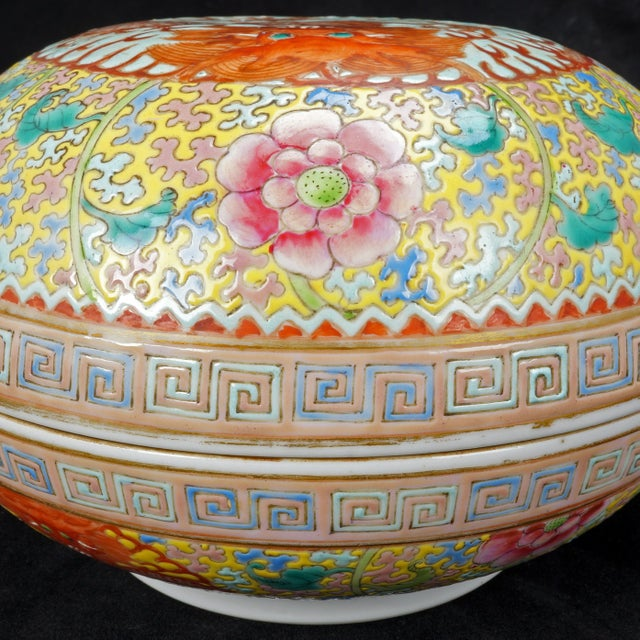 Light Yellow Chinese Polychrome Porcelain Famille Jaune Dragon Box For Sale - Image 8 of 11