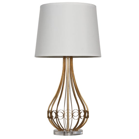 This table lamp is versatile and complements traditional as well as contemporary decor.