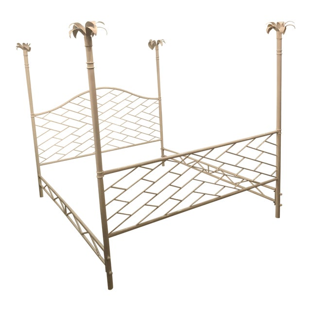 Vintage Hollywood Regency Chinese Chippendale White Lacquered Faux Bamboo Palm Tree Leaf 4 Poster Canopy Bed King Size For Sale