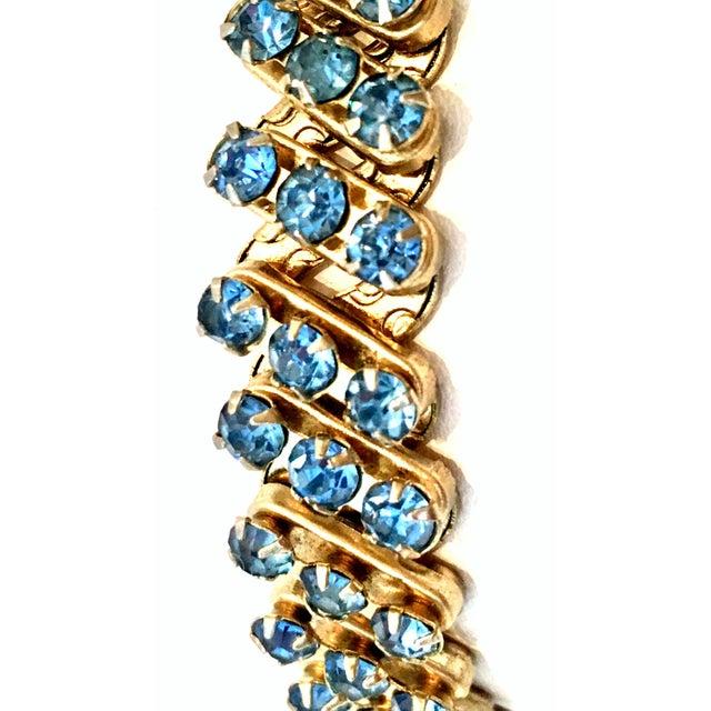 1960's Gold & Sapphire Blue Crystal Rhinestone Expansion Link Bracelet For Sale In West Palm - Image 6 of 9