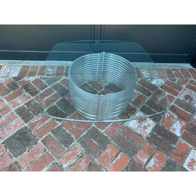 1970s Hollywood Regency Lucite Coffee Table For Sale In Los Angeles - Image 6 of 6