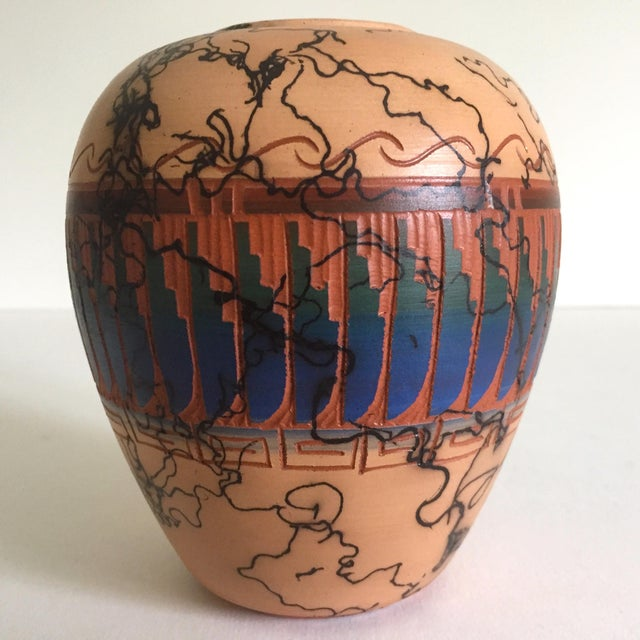 Boho Chic Vintage Navajo Native American Signed Horse Hair Etched Hand Painted Pottery Vase For Sale - Image 3 of 8