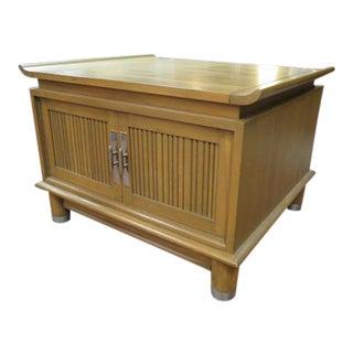 1960s Mid Century Modern Willett Walnut Side Table/ Night Stand For Sale