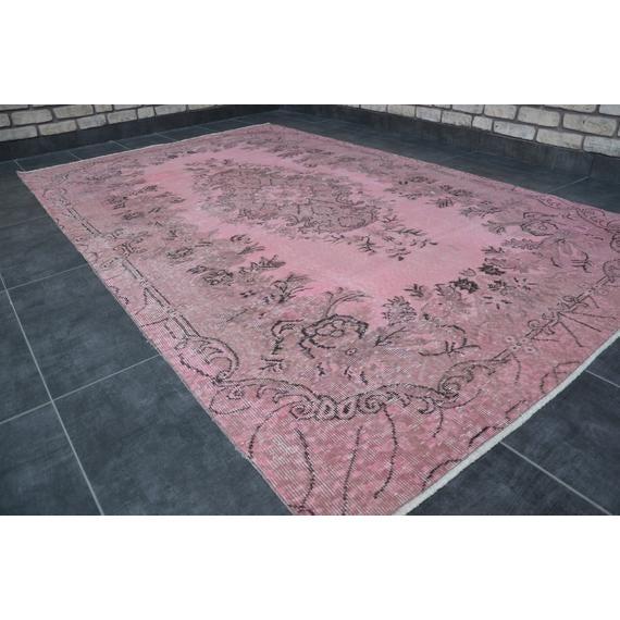 Islamic 1960s Vintage Turkish Pink Rug - 5′4″ × 8′8″ For Sale - Image 3 of 10