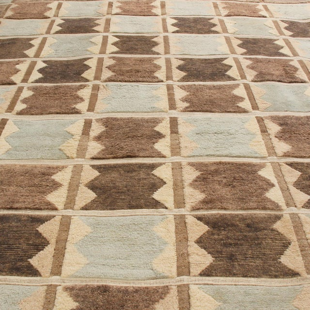 Originating from India, this hand-knotted contemporary pile rug hails from Rug & Kilim's Scandinavian-inspired collection,...